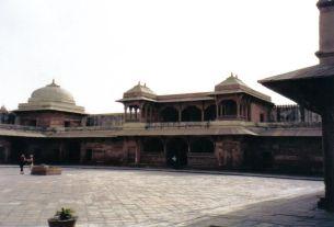 Fatehpur Sikri 11 (vertrekken van de concubines)