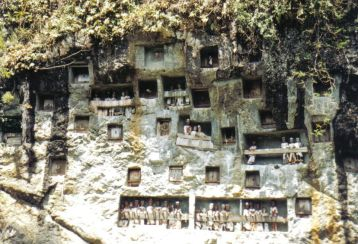 Tana Toraja 06 (rotsgraven)