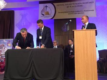 institutul-telogic-penticostal-bucuresti-a-semnat-acordul-de-colaborare-dintre-itpb-si-seminarul-teologic-penticostal-din-cleveland-1