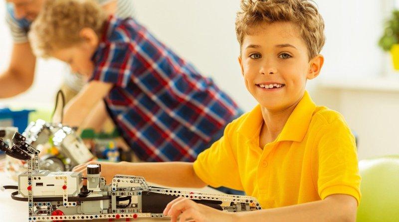 Boy Kid Child Toys Stem Kit  - Pursso / Pixabay
