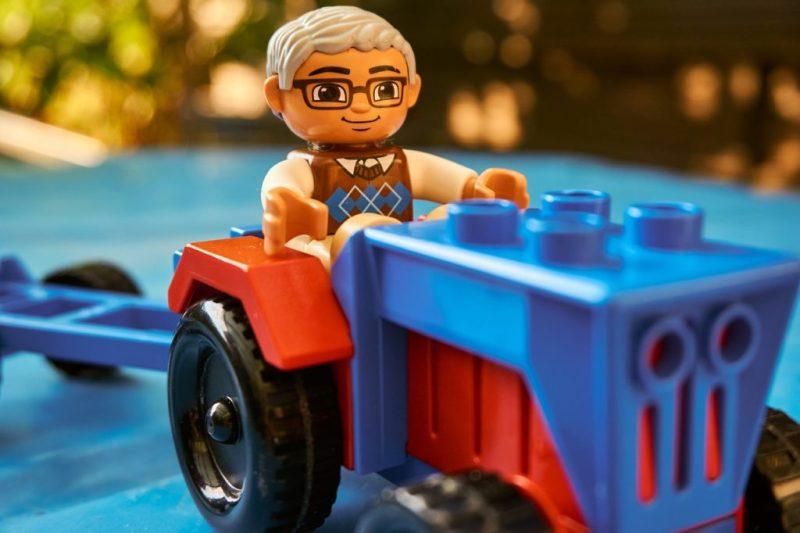 Figure Toys Lego Duplo Auto  - distelAPPArath / Pixabay