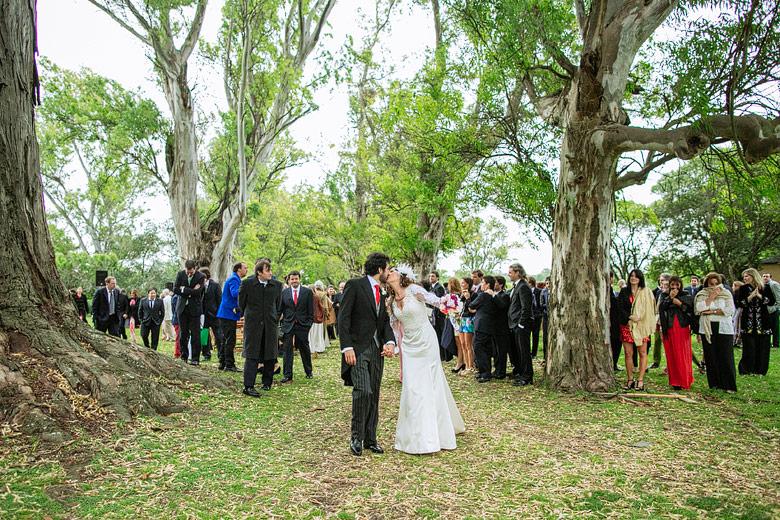 Fotografia espontanea de casamiento en Estancia Carabassa