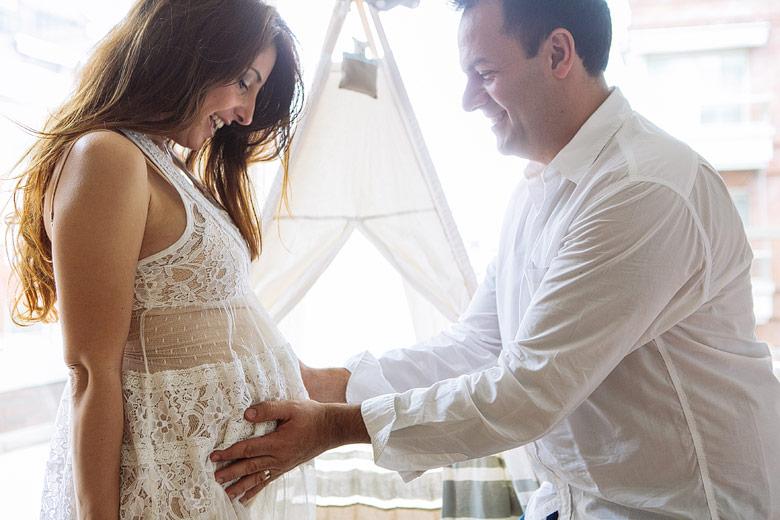 sesion de fotos candid de embarazo