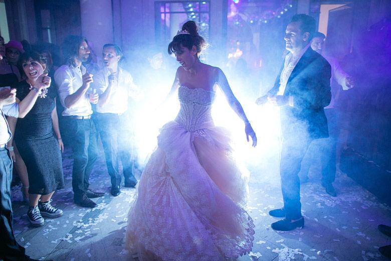 novia celestial bailando
