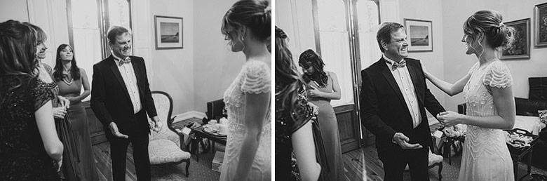 padre acompañando a la novia en casamiento