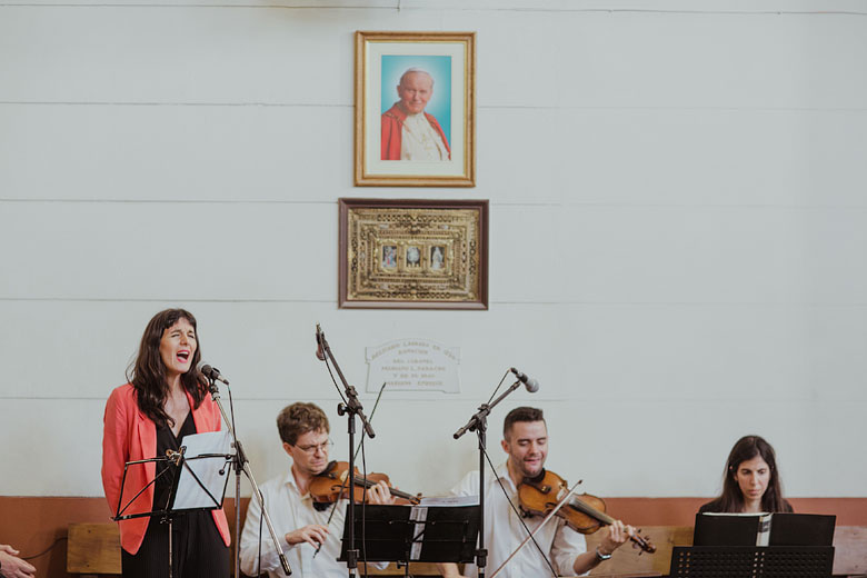 coro en iglesia del colegio marin