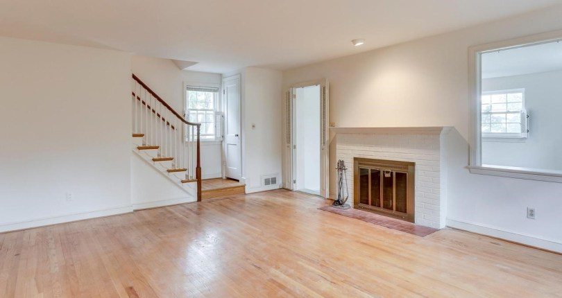 Come, take a look or schedule an appointment to see this home. 6558 28th Street N Arlington, VA 22213 is $829,000.