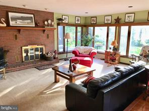 Looking for a Lakefront Home? 282 Peninsula Drive S, Central City, PA 15926