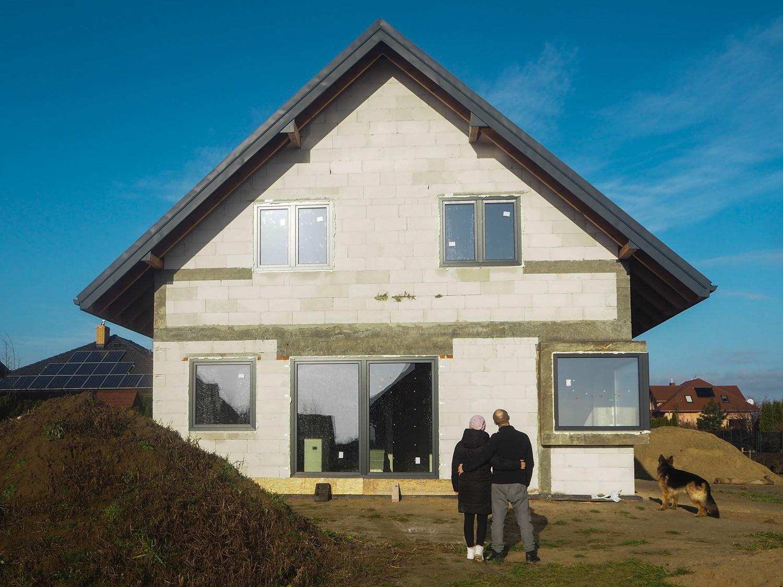 Stan Surowy Zamknięty- Dom w zdrojówkach- nasz wybór okien do domu.
