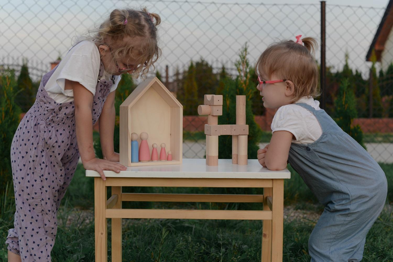 Dobry start czyli przedszkole i zerówka w duchu Montessori. Propozycje zabawek drewnianych od Kooglo i Marple.
