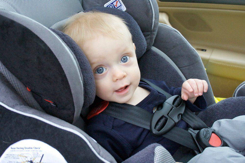 Jak przewozić dzieci w samochodzie