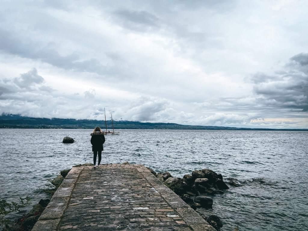 lago leman pueblos alpes