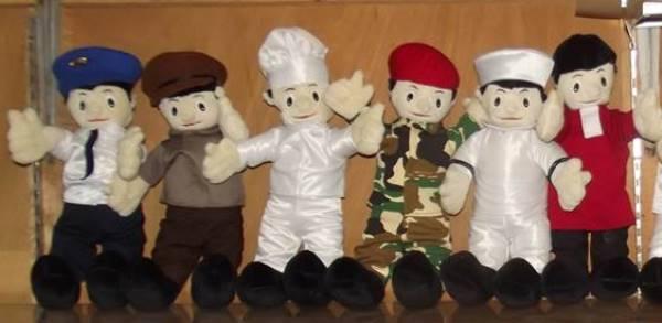 Pembuatan Boneka Souvenir Kenang-kenangan Wisuda Perpisahan