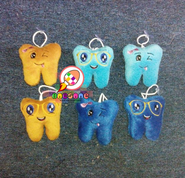 Boneka gigi gantungan kunci