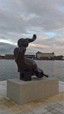 bronzeskulpturen Sirene er fra 1980 og er doneret af Rømerfondet