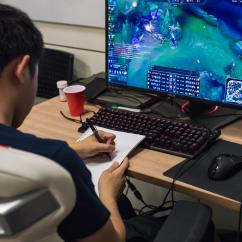 Lcs Gaming Chair Kitchen Stool With Steps Living Like An Esports Pro A Day In The Echo Fox Life