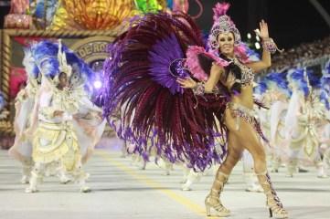 rosasdeouro - BRASIL - SAO PAULO - SP - 04/03/2011 - CARNAVALSP - CARNAVAL 2011 - METROPOLE - CIDADES - GERAL - DESFILE DA ESCOLA DE SAMBA ROSAS DE OURO - Desfile da Escola de Samba Rosas de Ouro pelo grupo especial das escolas de samba de Sao Paulo na primeira noite dos desfiles do Carnaval 2011 no Sambodromo do Anhembi. Na foto a passista Daiane Freitas. - FOTO: JB NETO/AE