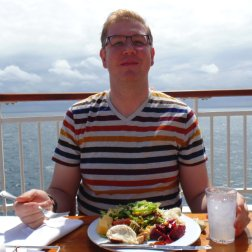 Cruising tips for beginners - roguetrippers eat healthy lunch on cruises