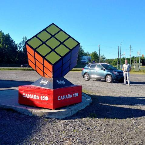 Road side attractions are a huge part of every road trip Roguetrippers take - like the Rubik's cube in Niagara Falls.