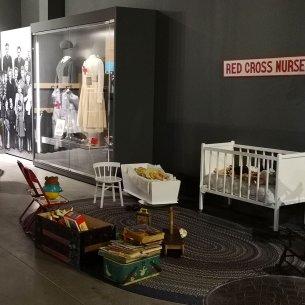 Red-Cross-Nurses-assist-immigrants-pier-21