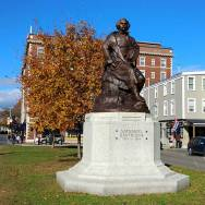 Nathaniel-Hawthorne-Statue-Roguetrippers-visit-Salem