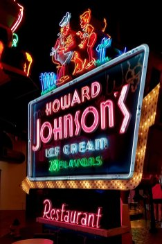 howard-johnsons-neon-sign-Museum
