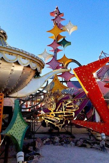 liberace-museum-neon-sign-boneyard