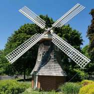 An Old Dutch Windmill can be found in the Riverside Park
