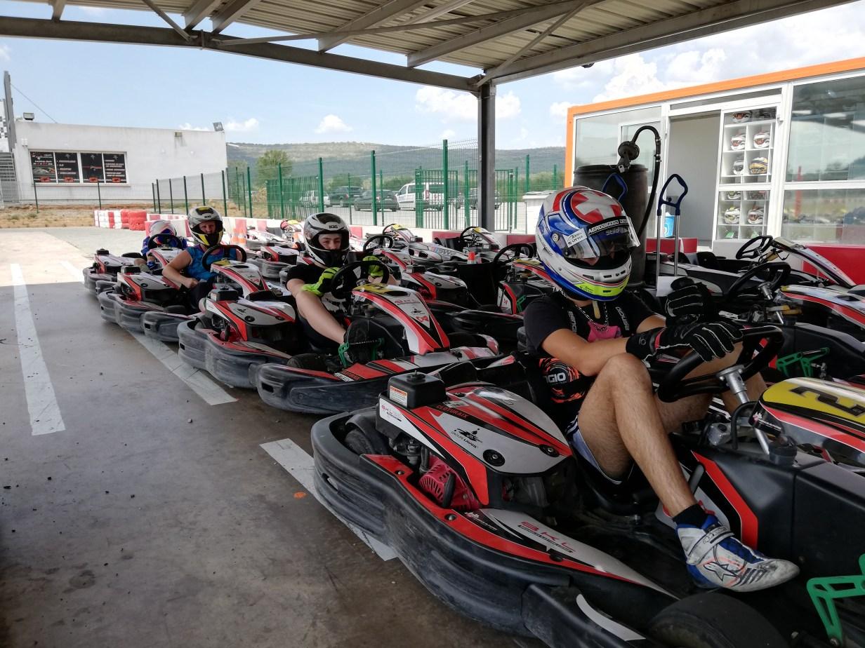 Prêt pour attaquer une nouvelle session au karting de Brignoles