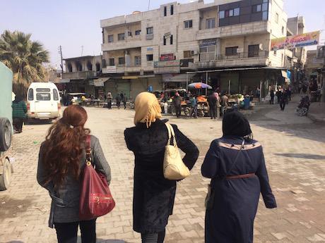 img_4096_women-going-to-demonstration