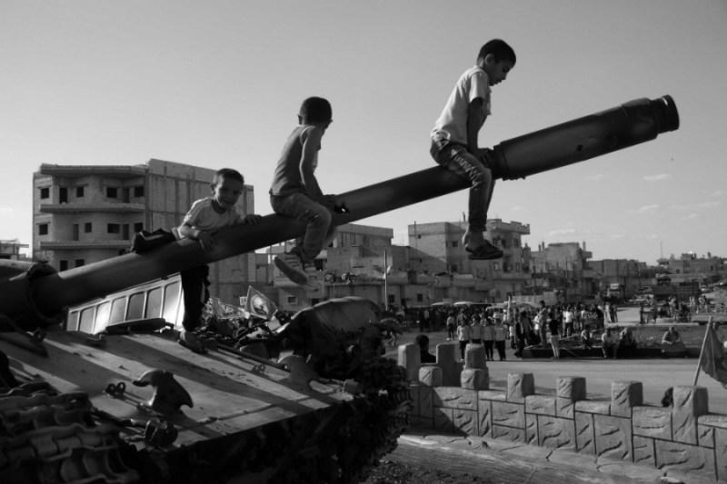 Kurdistan-Kobane-niños-la-tinta