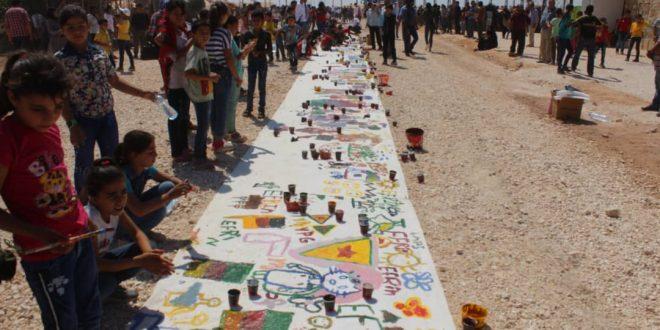 Los niños de Afrin representan con sus dedos la realidad de su región ocupada