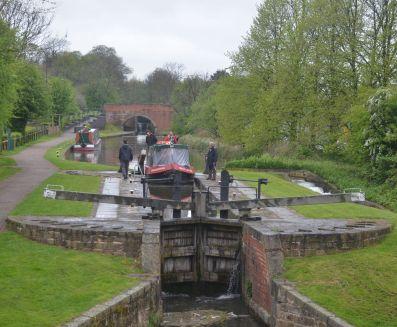 Trip boat Hugh Henshall entering Stret lock