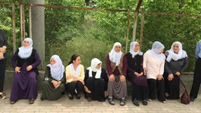 Gebze : des proches de prisonniers politiques attaqués et blessés par la police turqueGebze : des proches de prisonniers politiques attaqués et blessés par la police turque