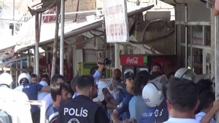 Un rassemblement organisé par la branche jeunesse du HDP pour dénoncer la destruction du site antique de Hasankeyf violemment réprimé par la police turque.