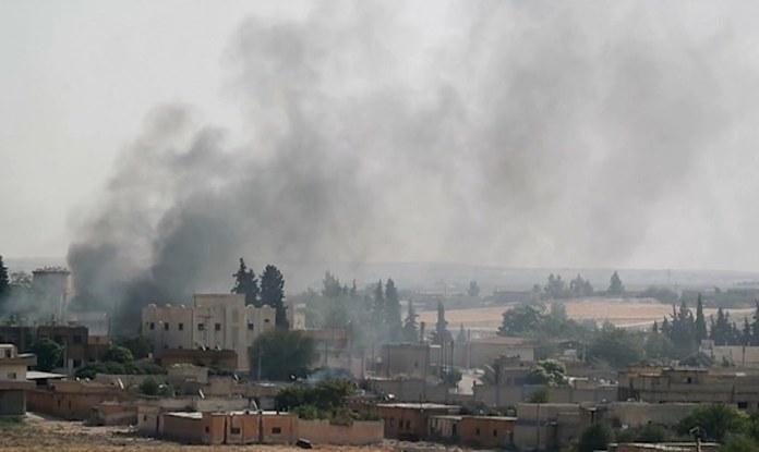 Des villages de Tall Tamr bombardés par la Turquie, un jeune enlevé à Serêkaniyê