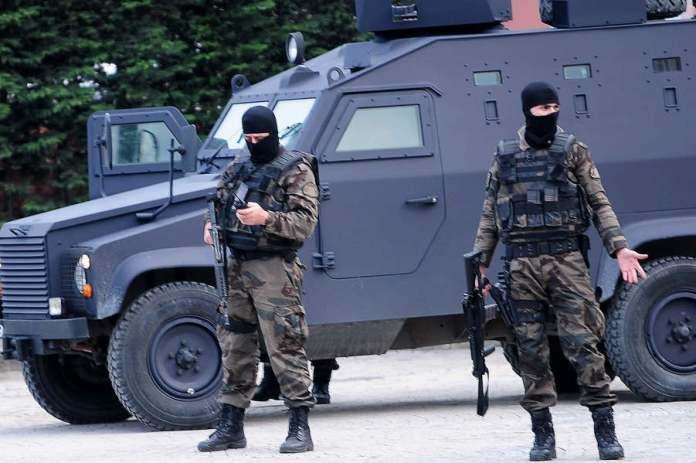 4 kurdes arrêtés à Diyarbakir.