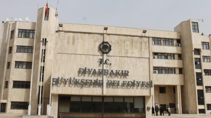 Huit employés municipaux licenciés par l'administrateur de la Mairie de Diyarbakir