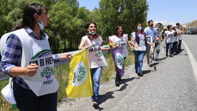 Commencée lundi 15 juin sur deux axes, en direction d'Ankara, la Marche pour la Démocratie organisée par le HDP est entrée dans son troisième jour.