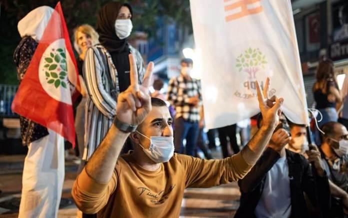 Opération politique menée par le régime turc contre 82 cadres et élus du Parti démocratique des Peuples (HDP), vendredi 25 septembre