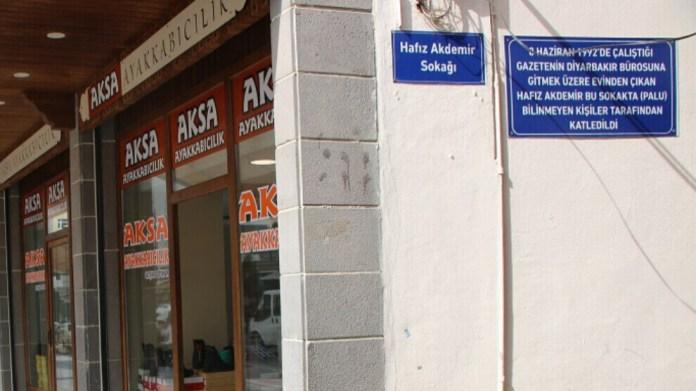 À Diyarbakir, l'administrateur imposé à la mairie censure la mémoire d'un journaliste kurde assassiné