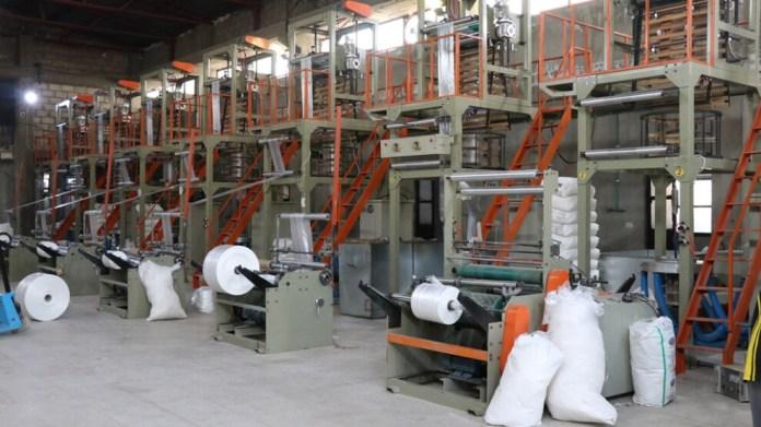 Malgré les nombreuses difficultés, on observe un développement industriel important dans les régions du nord et de l'est de la Syrie. De nombreuses opportunités d'emploi ont ainsi été offertes aux travailleurs, répondant à un besoin dans la région.