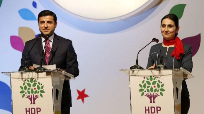 108 membres de l'opposition kurde sont accusés de crimes terroristes, en lien avec des manifestations d'octobre 2014 en soutien à Kobanê.