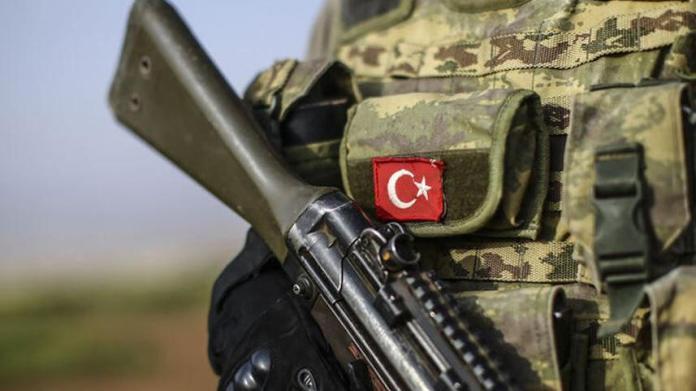 Des soldats turcs ont ouvert le feu sur un groupe de promeneurs près de la ville kurde de Derecik, dans la province de Hakkari, blessant un civil d'une balle à la tête.