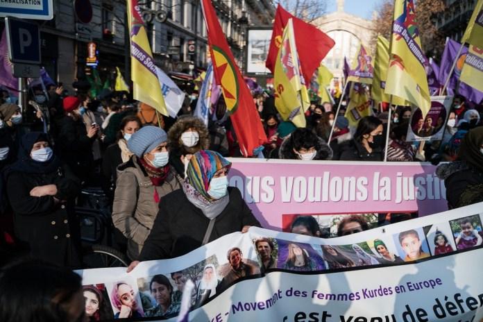 Près de 5000 personnes ont participé aujourd'hui à la grande marche en hommage à Sakine Cansiz, Fidan Dogan et Leyla Saylemez, militantes kurdes assassinées à Paris le 9 janvier 2013.