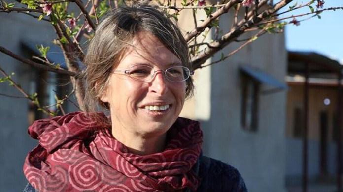 Après la révolution dans le nord et l'est de la Syrie (AANES), des personnes du monde entier se sont rendues dans la région pour soutenir et contribuer à la révolution. Alors que certains des internationalistes sont retournés dans leur pays pour partager leurs expériences et leurs connaissances, beaucoup d'entre eux sont toujours au Rojava. L'une de ces internationalistes est Şervin Nûdem d'Allemagne. Elle travaille à l'Académie de Jineolojî au Rojava depuis cinq ans.