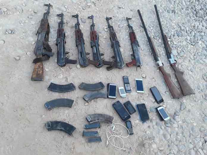 Des unités antiterroristes des FDS ont capturé des mercenaires de l'État islamique et saisi leurs armes dans la région de Deir ez-Zor.