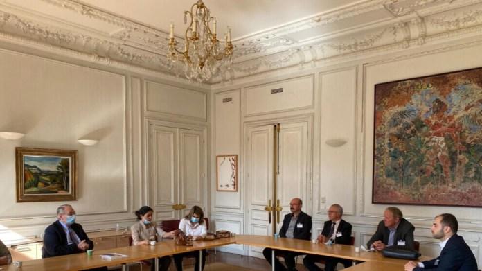Une délégation de l'Administration autonome du Nord et de l'Est de la Syrie (AANES) s'est entretenue aujourd'hui avec la Commission des affaires étrangères de l'assemblée nationale.