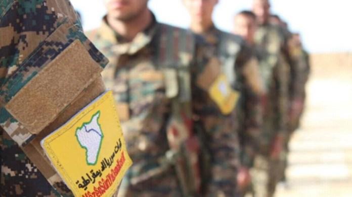 Les Forces démocratiques syriennes ripostent aux attaques de l'armée turque contre les villages de Girê Spî, dans le nord de la Syrie.