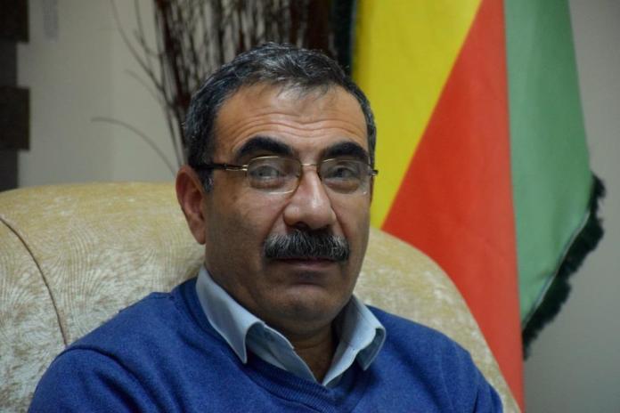 Dans une interview accordée à l'agence de presse kurde ANF, Aldar Khalil, membre du Conseil de la coprésidence du Parti de l'union démocratique (PYD), a déclaré que les récentes accusations du vice-ministre syrien des Affaires étrangères à l'égard de la Turquie résultaient des oppositions récentes entre les deux pays.